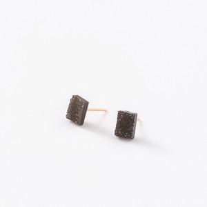 極小結晶オニキスのレクタングルピアス14kgf【1点モノ】