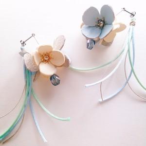 青の花飾り ピアス A