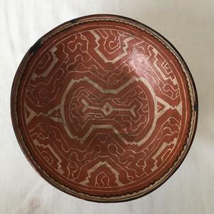 アマゾン・シピボ族の伝統工芸 焼きもの 器1直径22cm