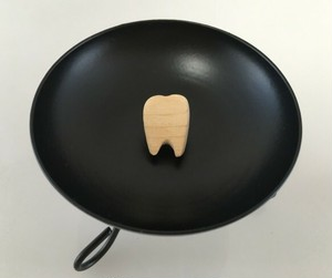 歯 Tooth!◇ 青森ヒバ◇ピンバッジ/タイタック