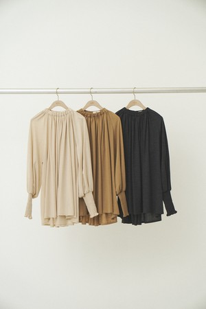 Uhr ウーア Gathered Neck Long Tee