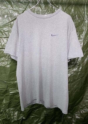 1990s NIKE EMBROIDERED LOGO T-SHIRT