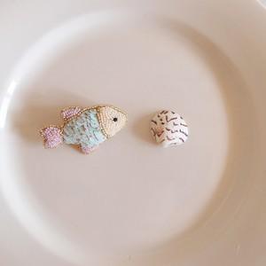 Small fish brooch 03 ❘  aya 刺繍 ブローチ