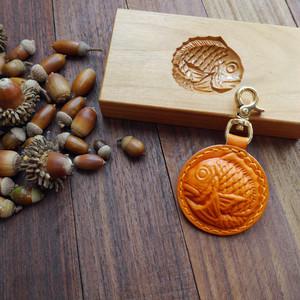 手染めの丸鯛くんのキーホルダー(オレンジ)