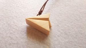 木のアクセサリー 青森ひばのネックレス 紙飛行機