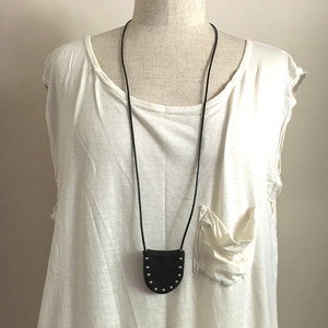 line-studs pouch-necklace  U / black