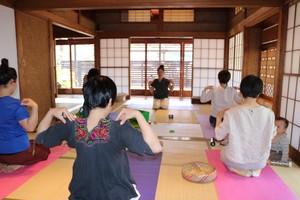 qovayoga夏休みオンライン親子クラス