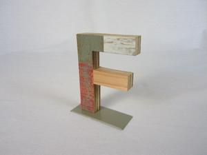 切り文字 F (木のパッチワーク)