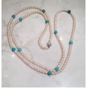 淡水真珠と筋彫りのトルコ石のロングネックレス