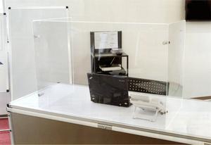 【飛沫飛散防止に】アクリルパーティション三面タイプ窓付 APT3F-600x900x450