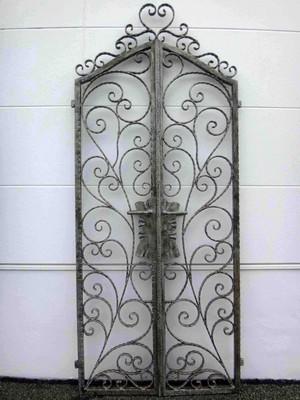お洒落なロートアイアンの両開き門扉が、在庫処分セールでお買い得!(総額96,000円中、申込時の半金)