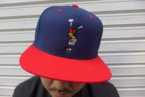 SNAPBACK CAP (NAVY/RED)