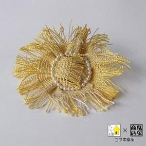 手織り布のおひさまコサージュ