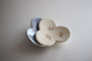 辻本路|箸置き すみれ 薄青