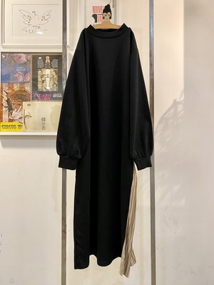 black×beige one-piece