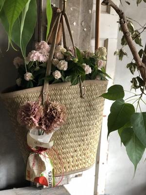 merci maman!Grands paniers et plantes お届け先が名古屋市内のお客様は別料金プランがございます