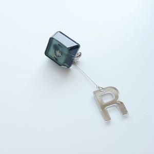 凸キー 片耳ピアス+アクリルミラー文字(黒)