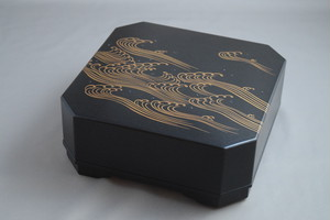 黒摺り上げ 角食籠 波蒔絵 上杉満樹 作