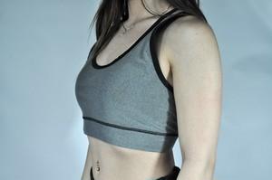 レディース パーフォーム 6ストリング シグネイチャーブラ - チャコール (Scal Clothing)