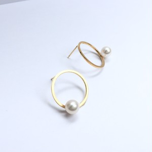 One Pearl on Circle Pierces - Gold