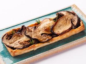 イタリア産 フレッシュポルチーニ茸と トロトロ玉葱の パイ包み焼き