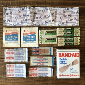VINTAGE BAND AID TIN / Johnson&Johnson バンドエイド 缶 80's