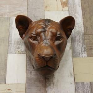 木彫り獅子の壁掛け
