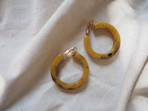 <vintage>butterscotch hoop earring