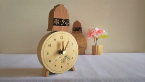 木の置き時計 bell  に 桜模様