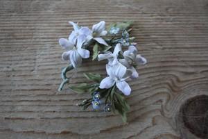スミレと胡瓜草の布花ブローチ