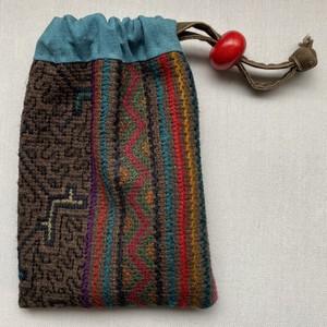 巾着袋 14x20cm シピボ族の刺繍腰巻き布