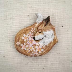 ブローチ いつかまた会える     Pin resin brooch   Smell the spring (cherry )