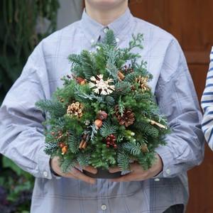 中くらいのクリスマスツリーアレンジメント