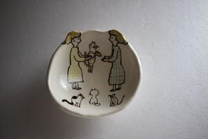 室井雑貨屋(室井夏実)|豆皿 女の子2人 ねこたち