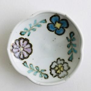 砥部焼/皐月窯 4寸玉縁輪花鉢 3つの花