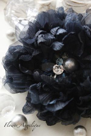 布花ブラックコサージュ♪ビジューたっぷりの大人デザイン