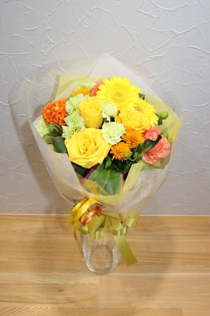 C-9 黄色・オレンジ系お花のブーケ調花束 3600円
