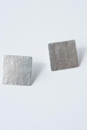 R(アール) 正方形のピアス
