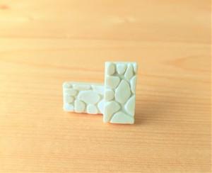 有田焼ジラフステンレスピアス(白色)