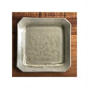 隅切り皿 水面