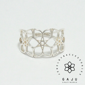 gajuvana Trinity ring (medium)