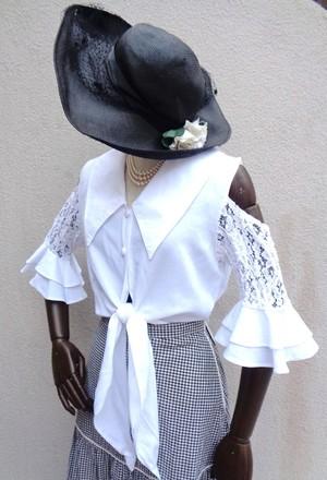 Off‐shoulder cropped blouse/オフショルダークロップドブラウス