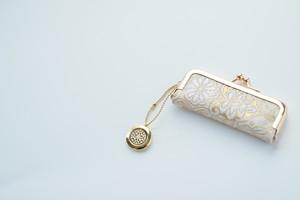 【ゴールド華文様 シルク帯  印鑑ケース】がま口、帯リメイク。結婚祝い、誕生日に。(GM11)