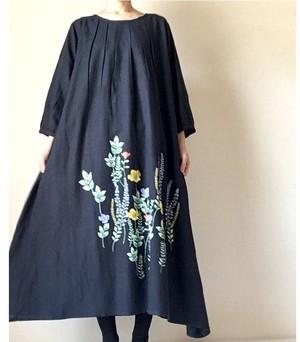 ボタニカル刺繍*七分袖のタックワンピース