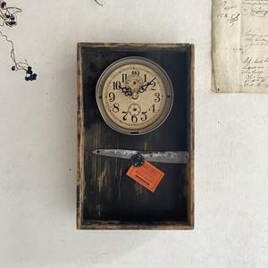 Clock 757