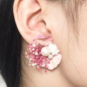 桜色かすみ草ピアス・イヤリング
