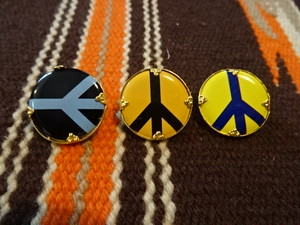 PEACE SIGN BADGE