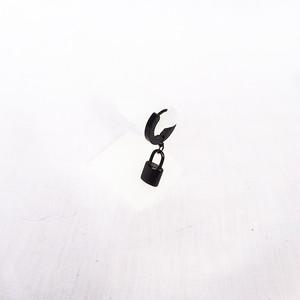 南京錠 鍵 スナップリング フープ ブラック 黒 BLACK ピアス 1946