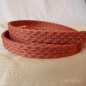 正絹 甚三紅(じんざもみ)に銀糸の帯締め