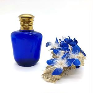 青い香水瓶